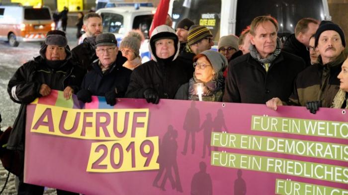 Tausende demonstrieren für Demokratie und Weltoffenheit