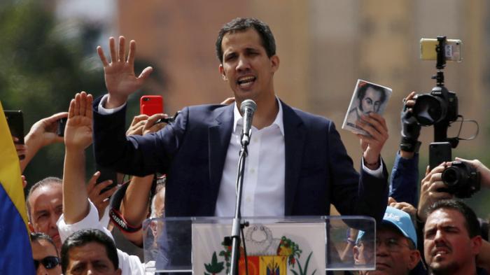 Venezuelan Opposition Leader Guaidó declares himself President, with U.S. backing