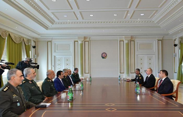 Ilham Aliyev recibe a la delegación frente a Mohammad Bageri
