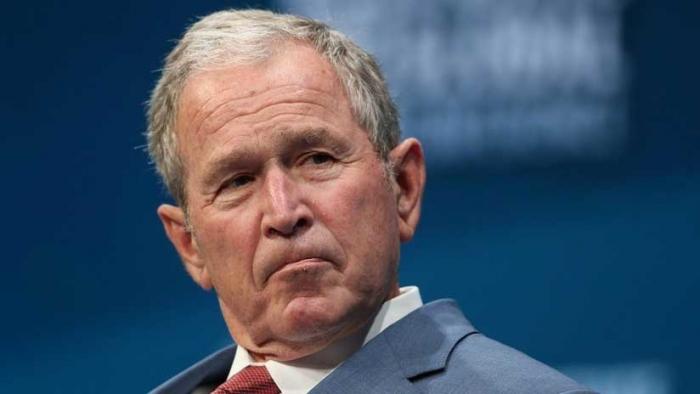 Expresidente George W. Bush lleva pizzas a empleados del Servicio Secreto durante el cierre