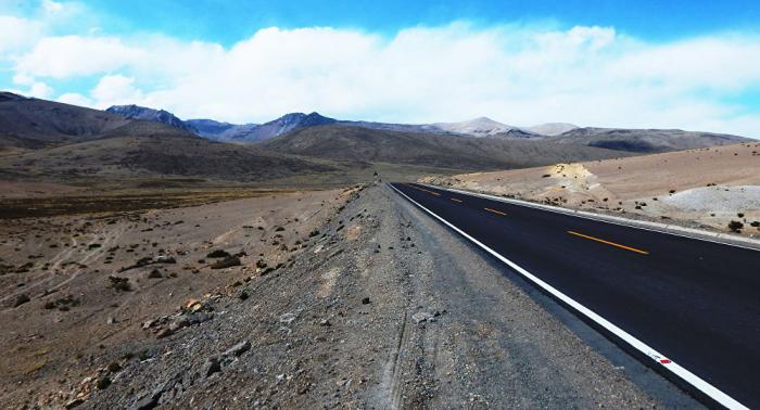 Al menos 35 muertos en dos accidentes en carreteras de Bolivia