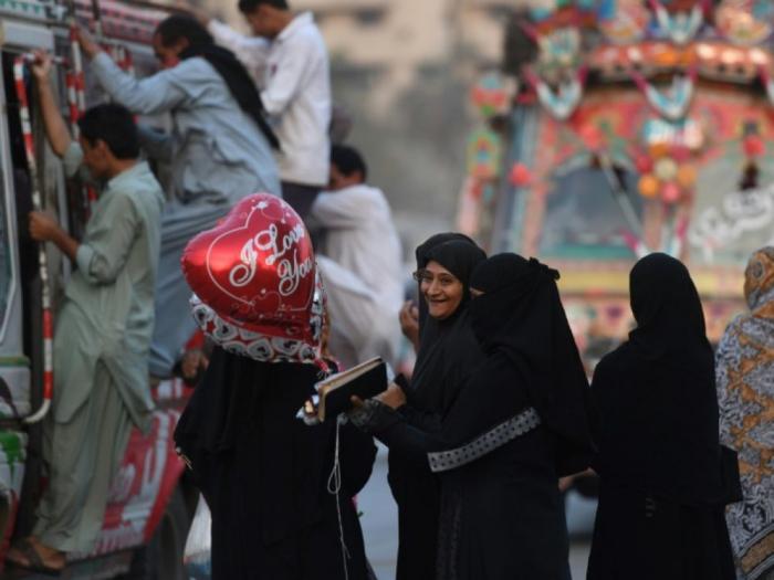 """Pakistan: une université renomme la Saint-Valentin """"le jour des soeurs"""""""