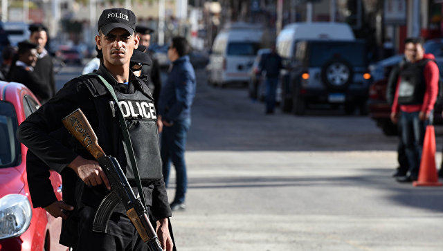 Police officer killed, another injured while defusing bomb in Cairo