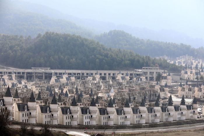 Centenares de castillos abandonados en una ciudad fantasma turca