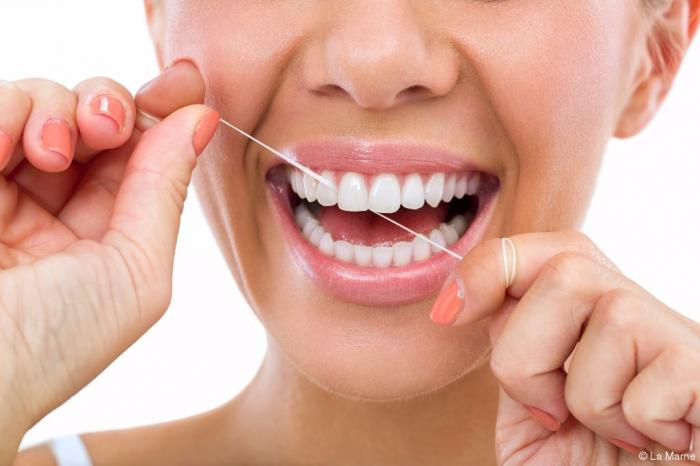 Les fils dentaires mettraient votre santé en péril