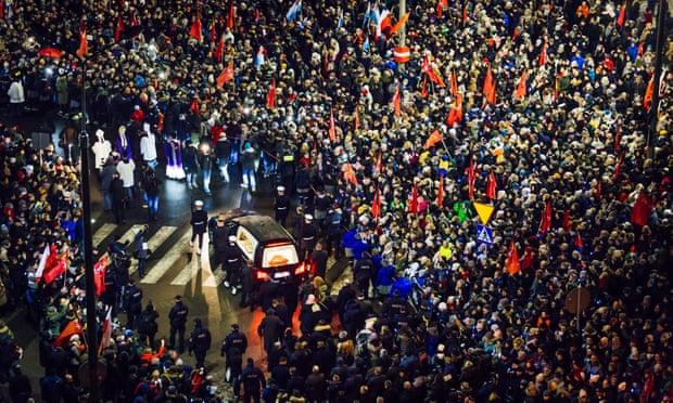 Thousands march beside coffin of killed Gdansk mayor