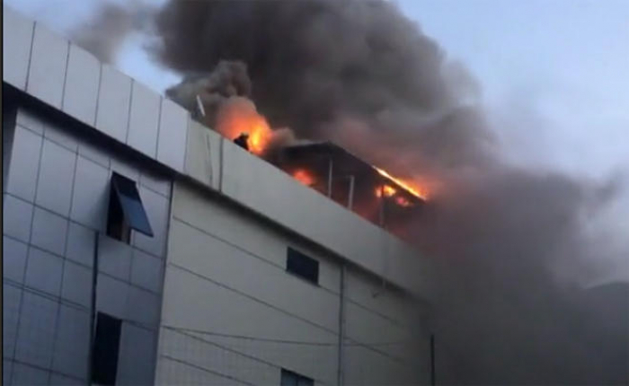 Alcohol factory catches fire in Istanbul