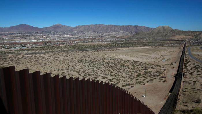 Des soldats américains à la frontière avec le Mexique jusqu
