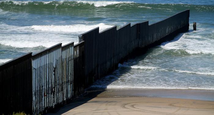 Gobierno EEUU considera usar fondos de desastres para muro fronterizo