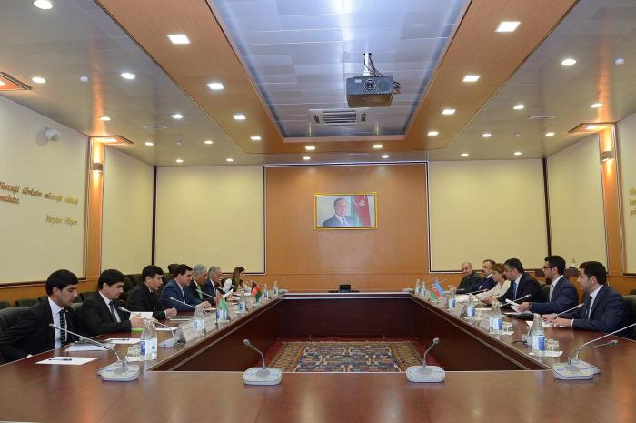 Azerbaijan, Turkmenistan mull laying fiber-optic cable across Caspian Sea