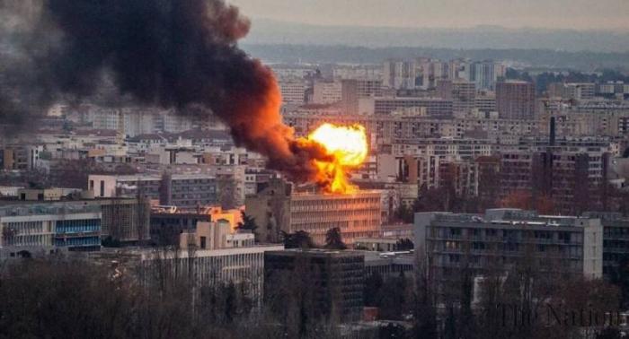 Explosion debouteillesdegaz sur le toit d