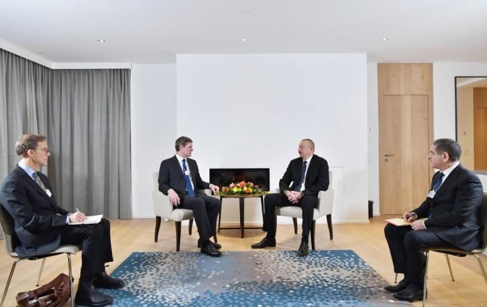 Azerbaijani President meets with Visa president in Davos