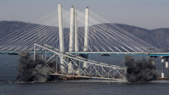 VIDEO  : El momento de la demolición de una parte del puente Tappan Zee en Nueva York
