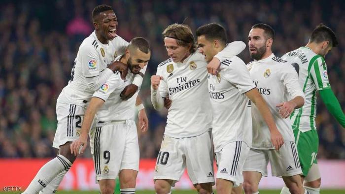 ريال مدريد يبحث عن صخرة دفاع.. 5 لاعبين على رادار الملكي