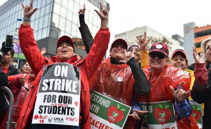 Una huelga indefinida de maestros en Los Ángeles deja sin clase a más de medio millón de alumnos