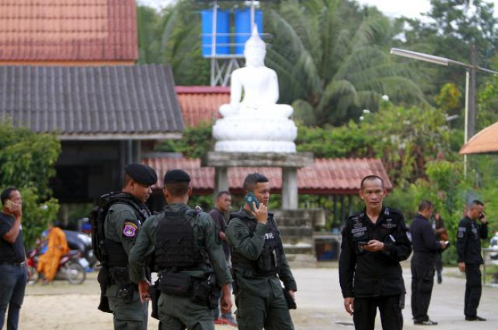 Gunmen kill two Buddhist monks in Thailand