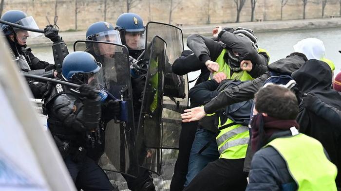 """Fransada 345 """"sarı jiletli"""" saxlanılıb"""