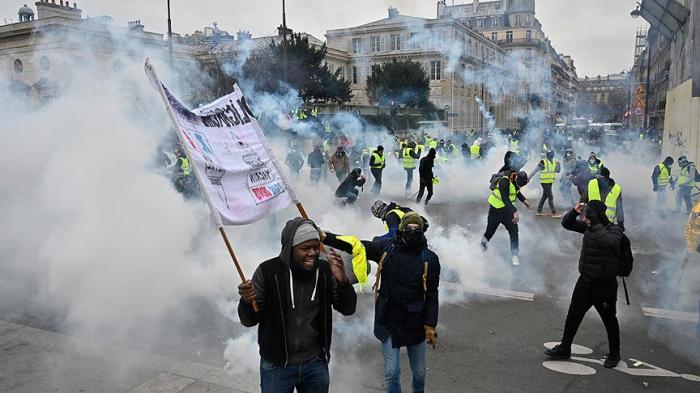 Gilets jaunes:   Mobilisation en forte hausse avec 32 mille manifestants