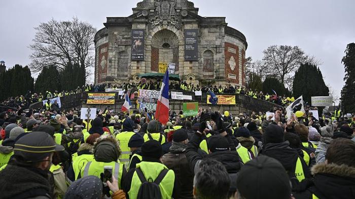 """""""Sarı jiletlilər""""in aksiyasında 32 min nəfər iştirak edir"""