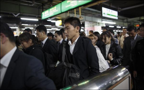 Tokyo: une compagnie de métro offre des nouilles pour les lève-tôt