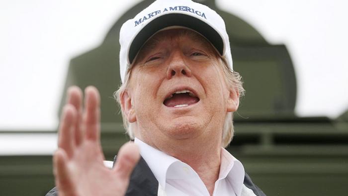 """""""De una forma u otra, lo haremos"""": Trump visita la frontera para promover la construcción del muro"""
