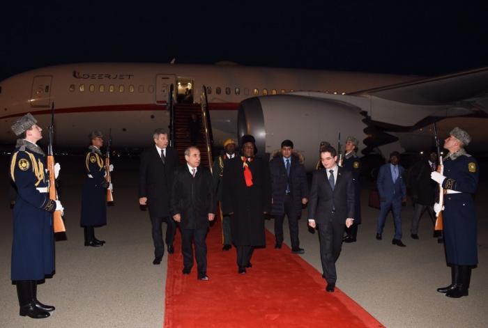 Emmerson Mnangagwa   arriba a A  zerbaiyán