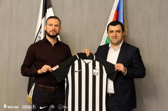 """""""Neftçi""""dən daha bir transfer"""