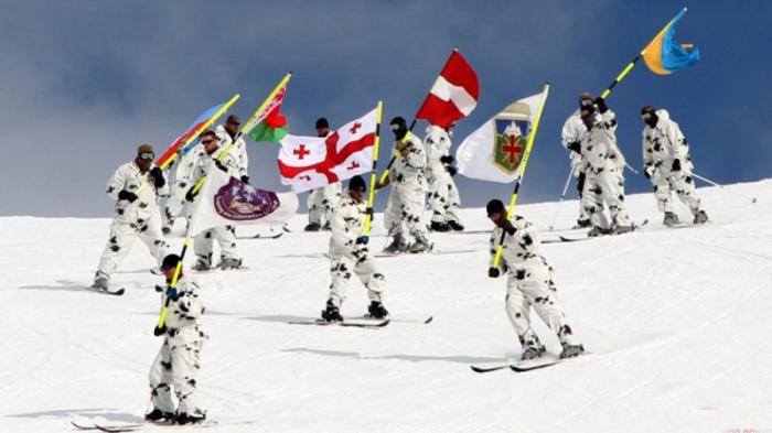 Des militaires azerbaïdjanais aux exercices hivernaux de l