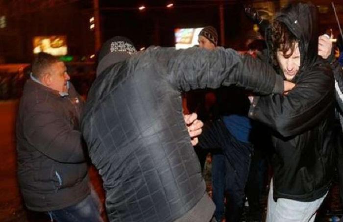 Sumqayıtda 30 gənc arasında kütləvi dava - 4 nəfər bıçaqlanıb (Yenilənib)