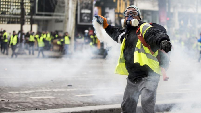 France approves bill banning protesters hiding faces