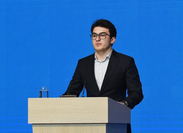 Şəhid polkovnikin oğlu prezidentin qarşısında çıxış etdi - FOTO