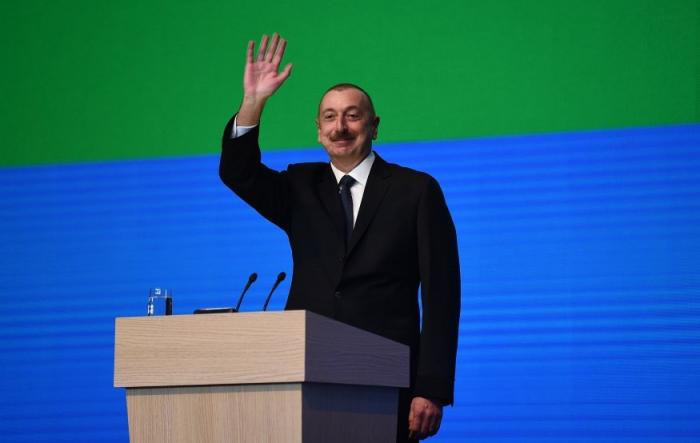 Prezident və birinci xanım Gənclər Gününə həsr olunan toplantıda - FOTOLAR