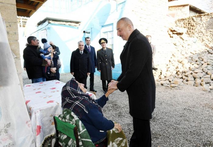Präsident besucht Shamakhi, wo das Erdbeben stattfand