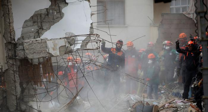Rescatan con vida a un joven de 16 años en Estambul tras 45 horas bajo los escombros