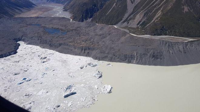 Tasman Glacier: Huge ice chunks break off New Zealand glacier