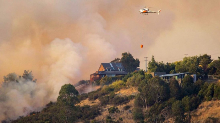 New Zealand wildfires show no sign of easing, 3,000 flee
