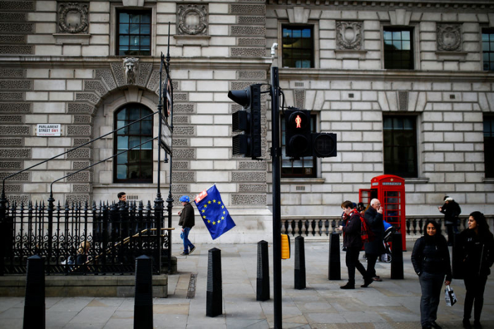 Großbritannien und Schweiz wappnen sich mit Handelsabkommen für Brexit