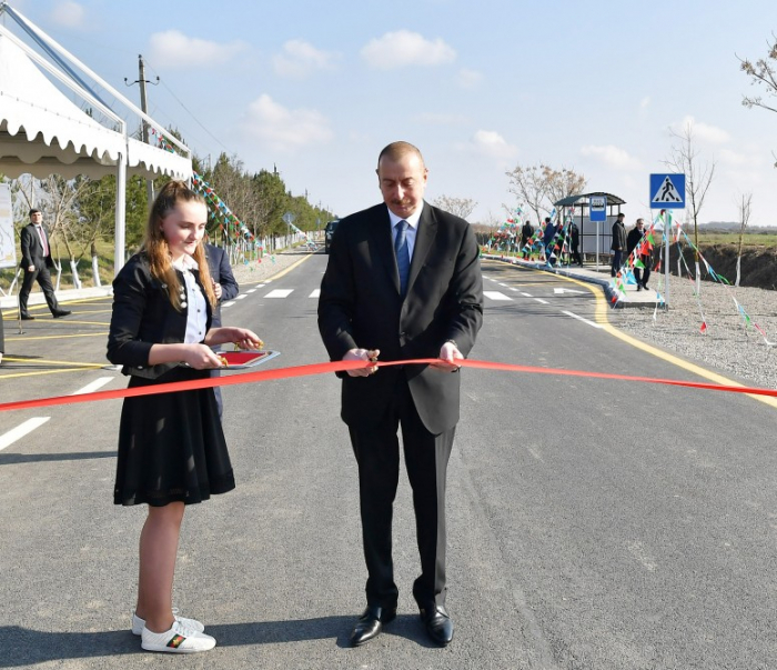 Beylagan: Präsident Ilham Aliyev weiht neu gebaute Automobilstraße ein