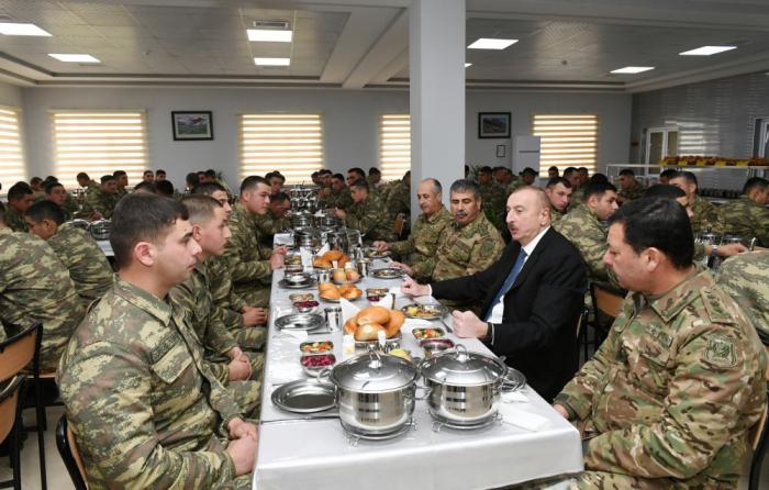 Beylagan:  Ilham Aliyev visite un nouveau site militaire