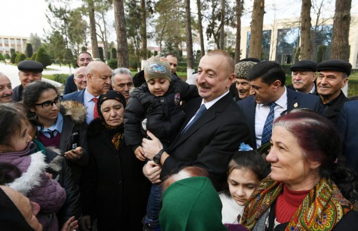 Prezidentin Beyləqan sakinləri ilə səmimi söhbəti - FOTOLAR