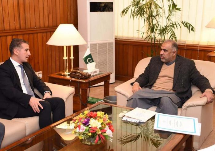 Embajador de Azerbaiyán en Pakistán se reúne con el Presidente de la Asamblea Nacional del país