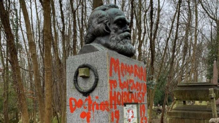 Karl Marksın məzarına vandal hücumu olub