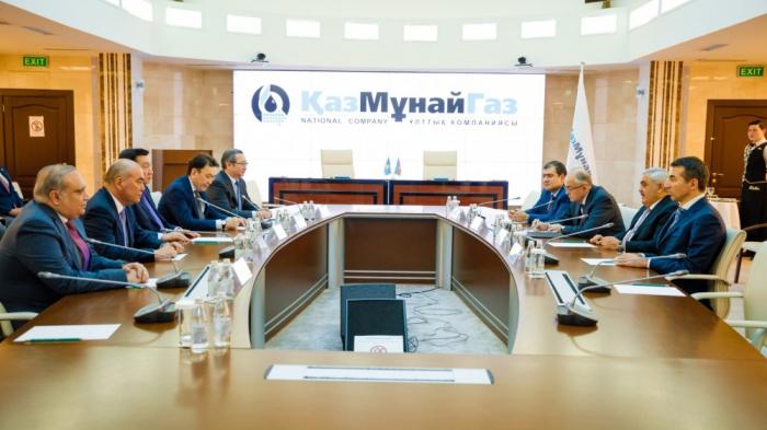 SOCAR y KazMunayGas firman un memorando en Astaná