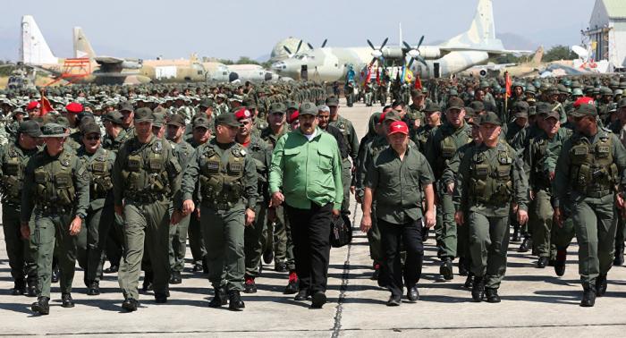 ¿Qué fines persigue Maduro con los ejercicios militares a gran escala?