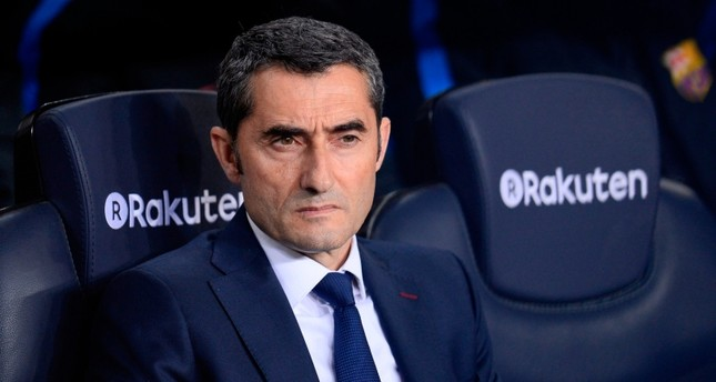 Barcelona extends coach Valverde