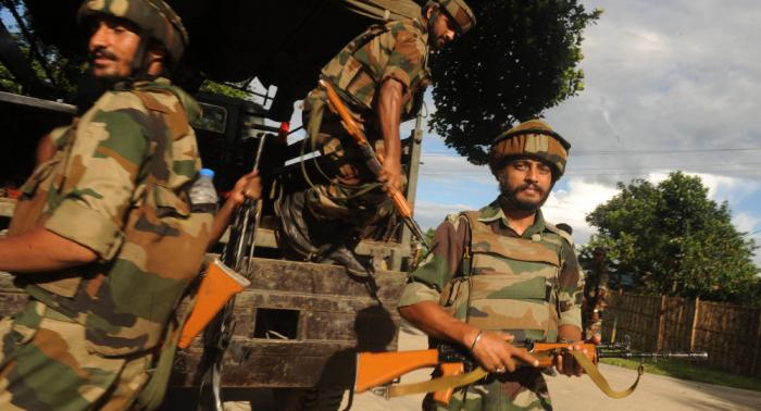 Cuatro militares indios mueren en enfrentamiento con supuestos terroristas en Cachemira