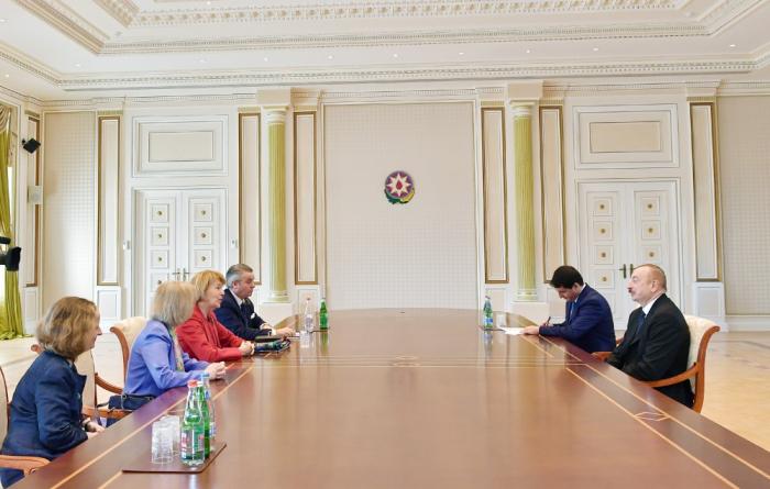 Ilham Aliyev recibe a la enviada comercial de la Primera Ministra del Reino Unido