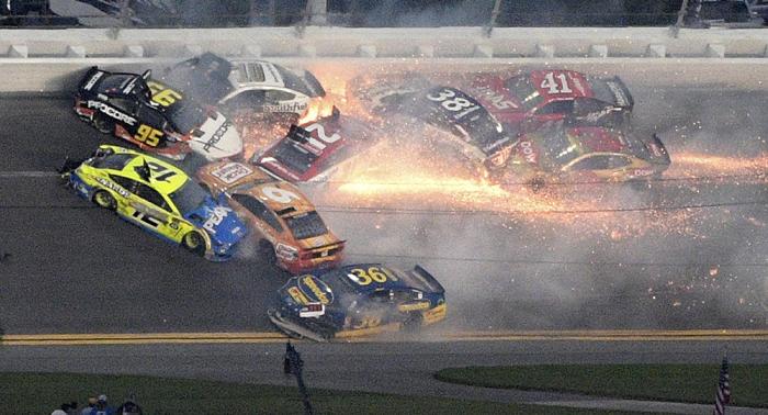 Mindestens 20 Autos involviert: Horror-Crash bei NASCAR-Rennen auf VIDEO eingefangen