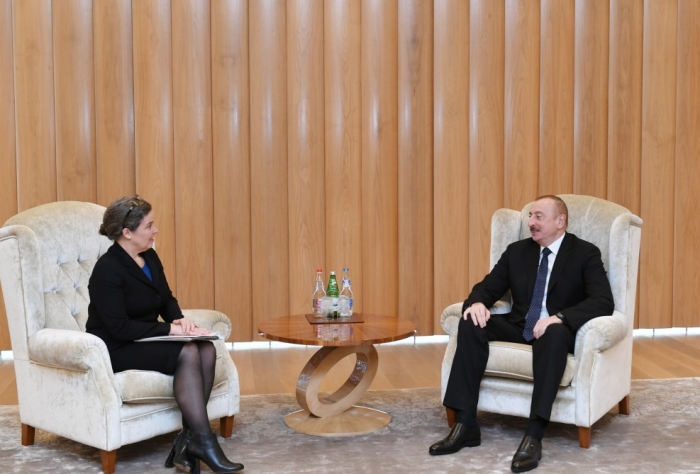 Ilham Aliyev se reúne con Sandra Oudkirk-  Fotos
