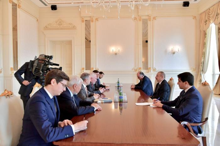 Ko-Vorsitzenden der OSZE Minsk-Gruppe von Staatspräsident Ilham Aliyev zum Gespräch empfangen